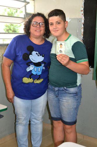 ALUNOS RECEBEM O PRIMEIRO DOCUMENTO PESSOAL DE IDENTIFICAÇÃO