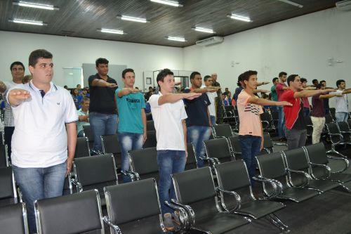 EM CERIMÔNIA NO CENTRO CULTURAL, JOVENS DA CIDADE RECEBEM CERTIFICADO DE RESERVISTA