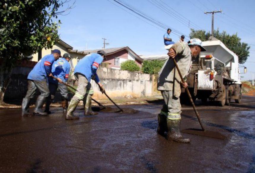Departamento de Obras segue com as obras de pavimentação asfáltica no Bairro São Vicente