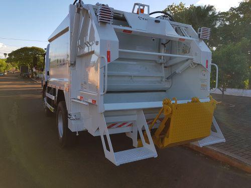 Leópolis recebeu Caminhão Coletor de Lixo Reciclável