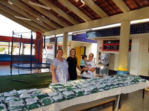 CMEI - Entrega dos uniformes da Rede Municipal de Ensino