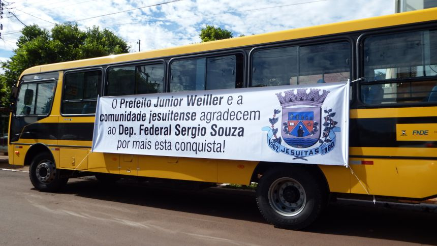 Educação recebe moderno e confortável ônibus escolar