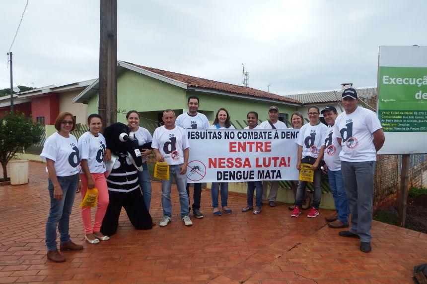 """Pit stop marca o Dia """"D"""" contra a dengue em Jesuítas"""