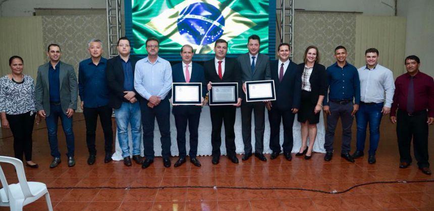Deputados Marcel Micheletto e Sergio Souza recebem o título em Jesuítas
