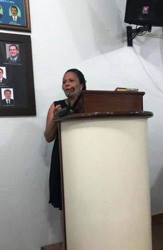 Nova Mesa Diretora toma posse. Vereador Rogério assume a presidência.