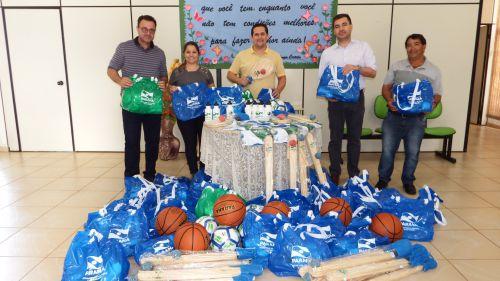 Kits Esportivos são entregues à secretaria municipal de Educação