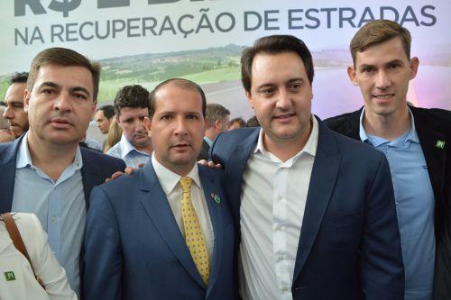 Prefeito de Jesuítas e presidente da AMOP, Junior Weiller, lidera comitiva oestina à capital paranaense