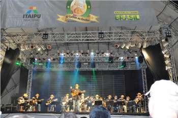 No primeiro show do sábado quem esteve se apresentando foi a Orquestra de Viola Caipira da FAG