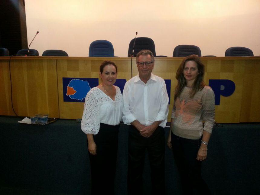 Equipe da Secretaria de Educação participa de Curso