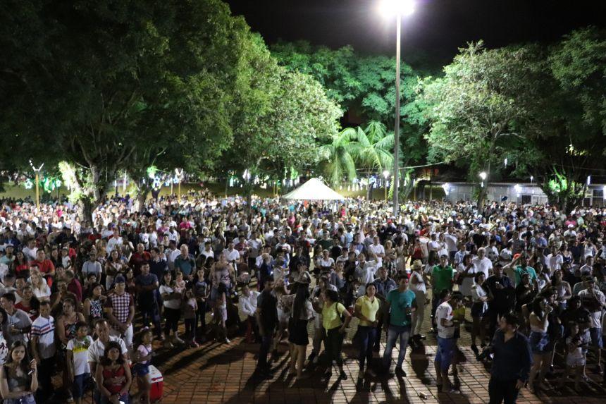Virada de ano na Praça Brasília de Cafelândia é sucesso