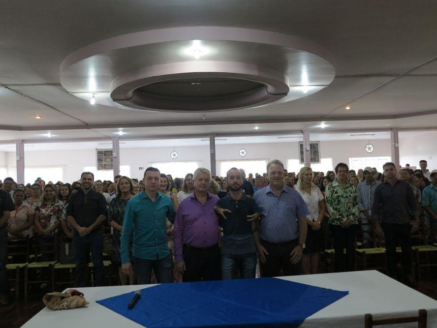 SERVIDORES PÚBLICOS DE CAFELÂNDIA SÃO RECEPCIONADOS COM CAFÉ DA MANHÃ, PALESTRA MOTIVACIONAL E BOAS VINDAS PELO PREFEITO DR. FRANUS E SUA EQUIPE.