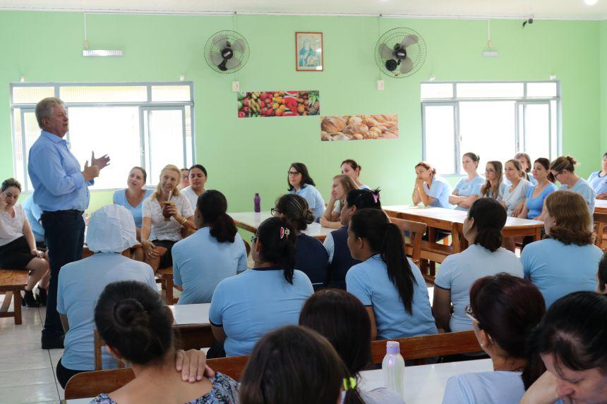 Prefeito Dr. Franus visita os professores da rede municipal de Cafelândia