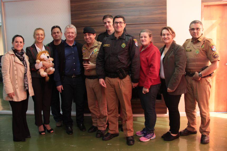Secretaria de Educação de Cafelândia recebe comitiva do PROERD