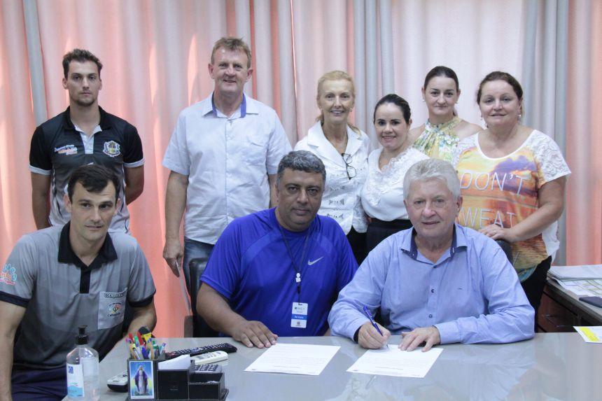 Prefeito Dr. Franus assina compromisso para realização dos Jogos Escolares em Cafelândia