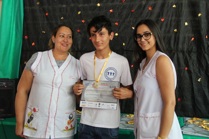 Alunos da Escola Theofânio recebem certificados e medalhas da OBA