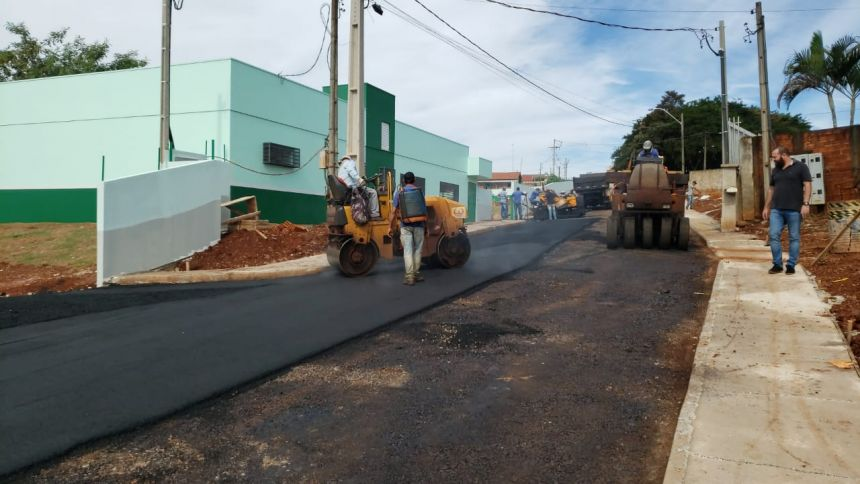 Governo de Cafelândia pavimenta a Rua Isabel Extecoeter