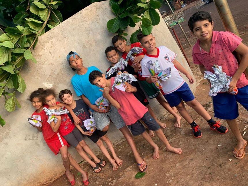 Parceria: Conselho Tutelar e Cacau Show entregam ovos de chocolate para as crianças