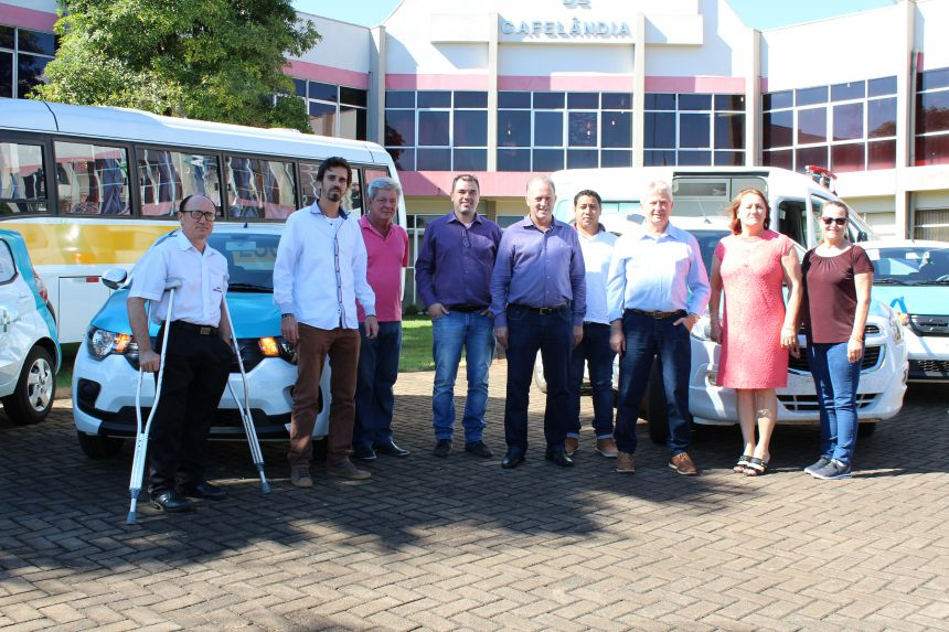 Secretaria de Saúde de Cafelândia recebe cinco veículos 0 KM