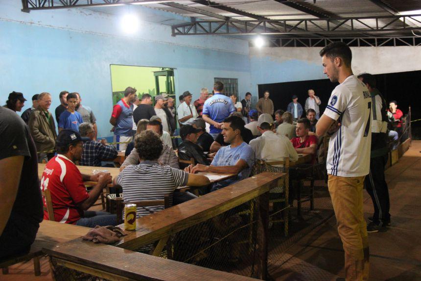 São Valentim no futebol sete, Izacuê no truco e Silva Jardim no bola ao cesto foram os campeões do interior de Cafelândia
