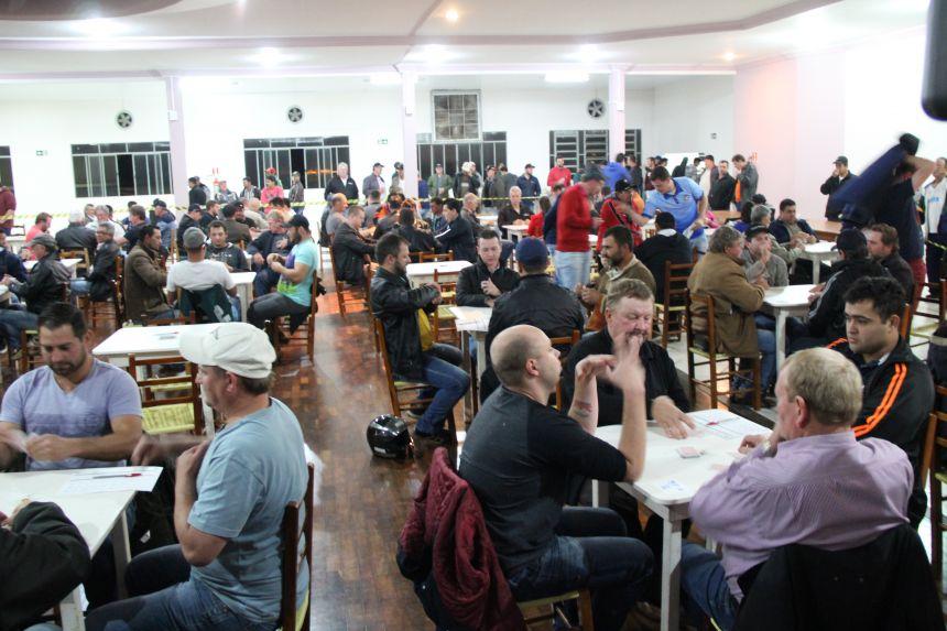 Iniciou o 5º Campeonato de Truco de Cafelândia