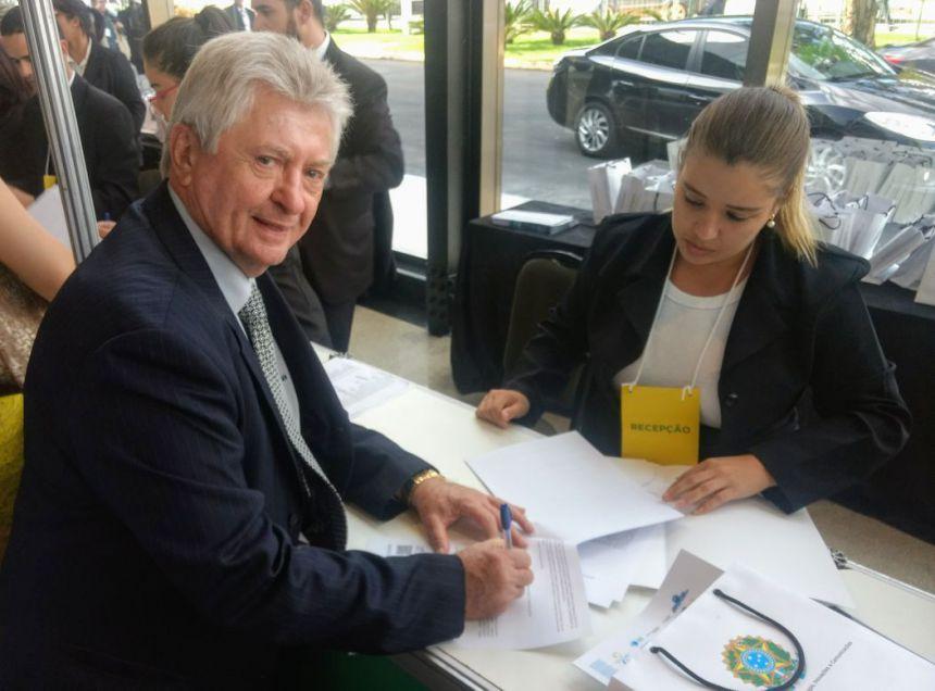 Em Brasília, Dr. Franus assina mais R$ 300 mil em recursos