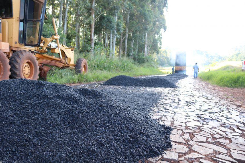 Secretaria de Viação e Obras de Cafelândia continua com o trabalho de recape asfáltico e tapa buracos