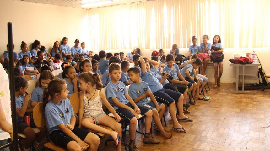 Alunos da Fundação Padre Luis Luise participam de palestra