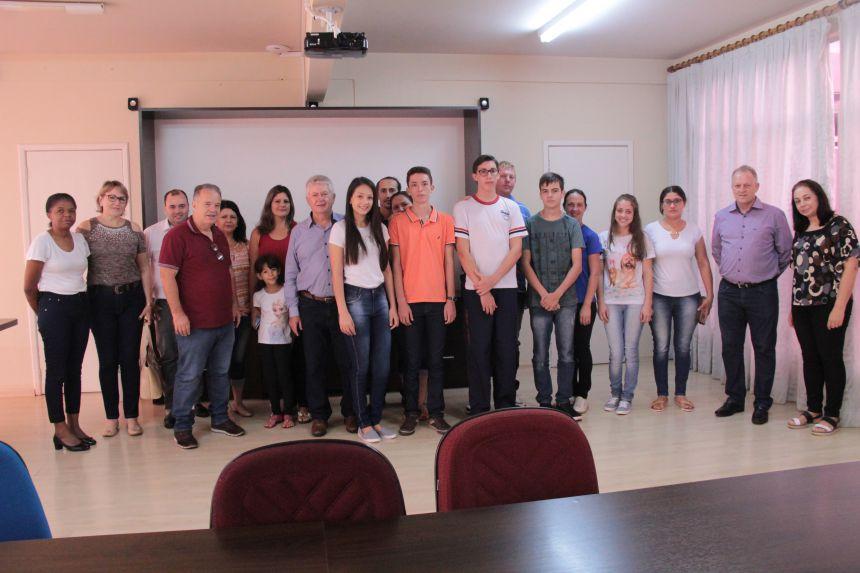 Gestão Dr. Franus e Lorenço contrata novos jovens aprendizes para cargos de auxiliar administrativo
