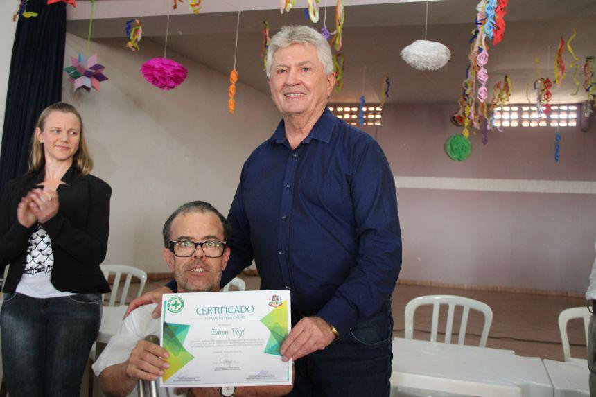 Servidores de Cafelândia que fazem parte da CIPA recebem certificados