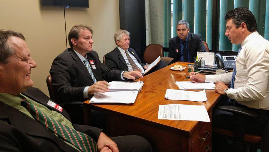 Prefeito Dr. Franus visita o gabinete do Deputado Federal Sergio Souza