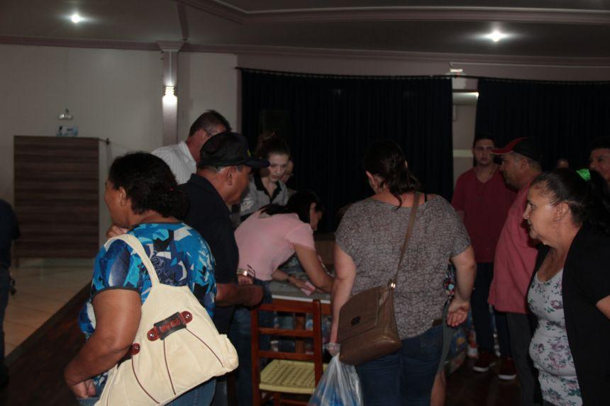 Servidores Públicos de Cafelândia recebem cesta de natal