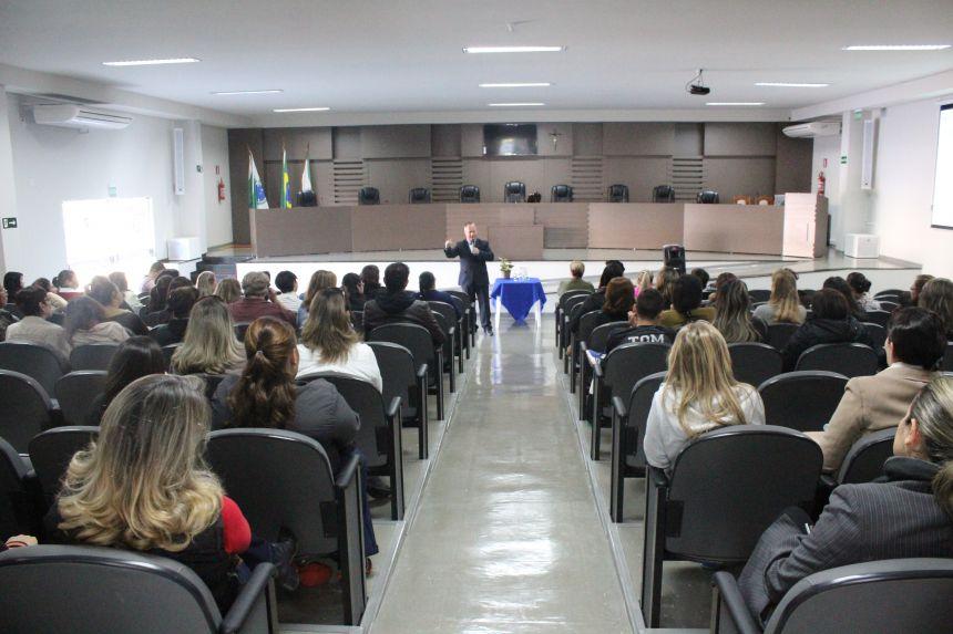 Itaipu Binacional e Secretaria de Educação de Cafelândia promovem palestra aos professores