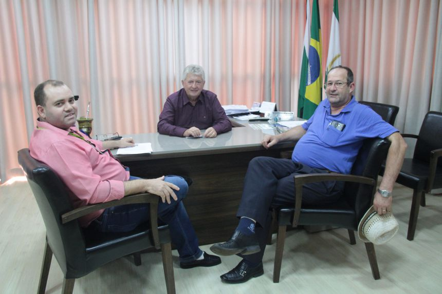 Dr. Franus fecha parceria com a Asmuca e Sismucaf para a realização do almoço do Dia do Servidor Público