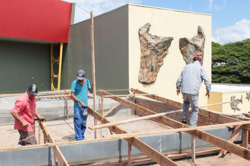 Secretaria de Obras faz manutenção na Casa da Cultura de Cafelândia
