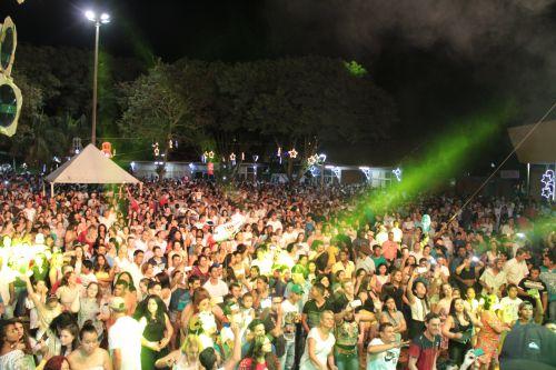 Mais de cinco mil pessoas participaram do show da virada do ano em Cafelândia