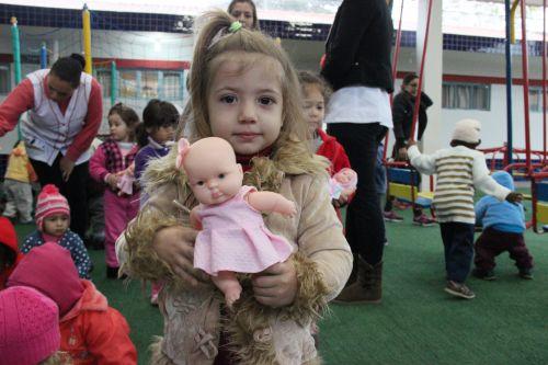 Secretaria de Educação de Cafelândia entrega brinquedos no CMEI Anna Parcheta Franus