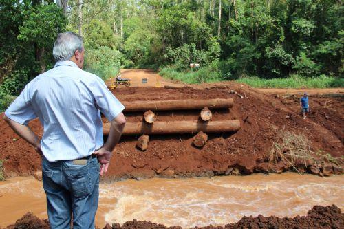 Nova ponte está sendo construída no Rio Verde