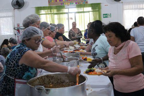 Dia das Mães é comemorado no projeto das vovós de Cafelândia