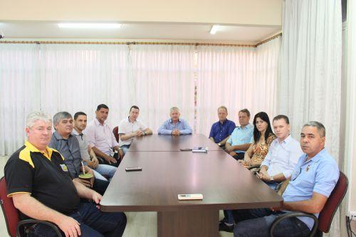 Prefeito Dr. Franus e vice Lorenço recebem vereadores em gabinete