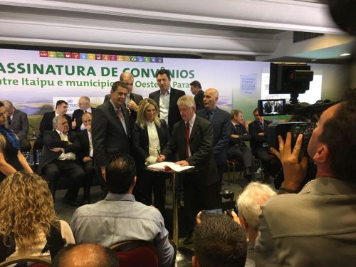 Dr. Franus assina convênio de 4 milhões com a Itaipu Binacional para o interior