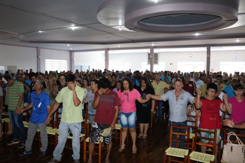 Governo Municipal de Cafelândia encerra atividades com entrega de cestas natalinas aos servidores
