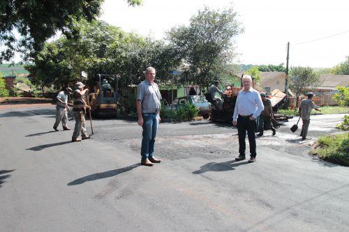 Prefeito Dr. Franus e vice Lorenço visitam obras de Cafelândia