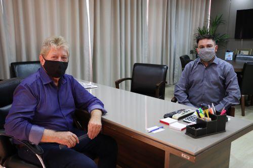 Prefeito Dr. Franus recebe a visita do Pe. Edvanderson