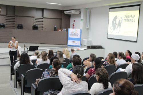 Educadores de Cafelândia recebem palestra sobre Contação de Histórias