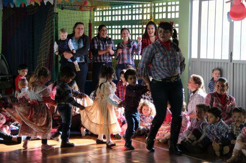 Festa Junina no CMEI Rosália Motter é realizada