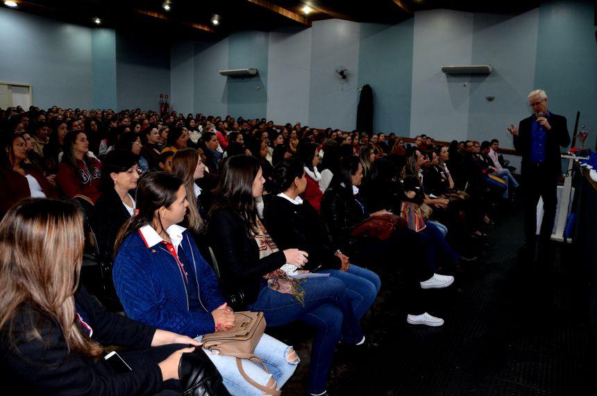 Palestra com o psicólogo e professor mestre em educação Marcos Meier marcou o início do 2º semestre do ano letivo