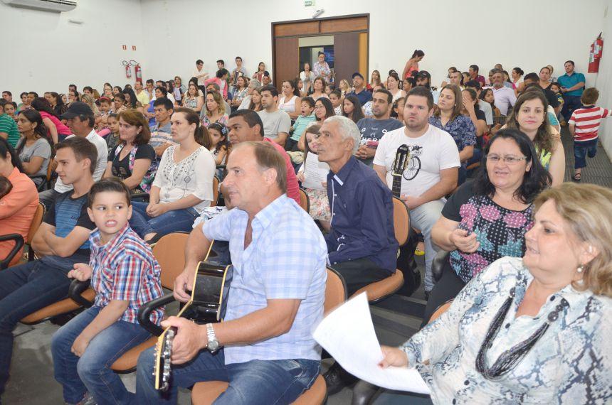 Alunos que participam dos cursos de música no Centro Cultural fizeram apresentação para a comunidade