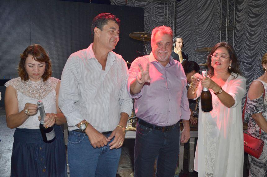 Muita festa, alegria e desejos de prosperidade com a chegada de 2017 em Ubiratã