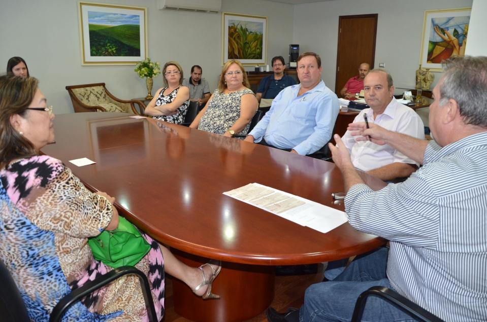 A reunião contou com a presença dos membros da comissão organizadora