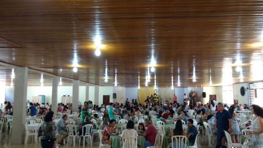 Prefeito Baco participa de almoço solidário ao Lar dos Velhinhos